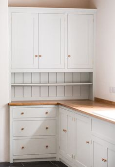 Birch plywood cabinets with hand painted hardwood frames (Farrow and Ball Estate Eggshell, Pale Powder). Shaker Style Kitchens, Shaker Kitchen, New Kitchen, Cool Kitchens, Kitchen Wood, Kitchen Ideas, Shaker Style Cabinets, Black Kitchens, Kitchen Tips
