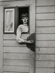 young girl in circus caravan, 1926, august sander