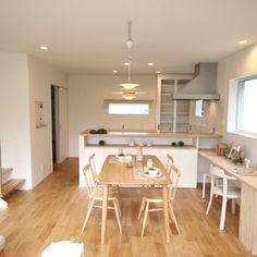 北欧インテリアも似合うシンプルでナチュラルな空間 Living Room Inspo, Japanese Living Rooms, Sweet Home, Dining Room Cozy, Scandinavian Interior Design, Apartment Design, Dining Room Decor, House Interior, Home Deco