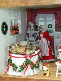 Glencroft dollhouse | The elves working in Santa's office.