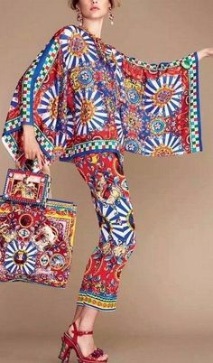 Carretto Printed Bat-Sleeve Top & Cropped Pant Set