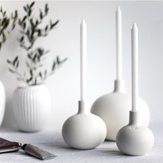 25 Simple and Cute Rustic Wooden Box Centerpiece Ideas to Liven Up Your Decor - The Trending House Scandinavian Candle Holders, White Candle Holders, Unique Candle Holders, Wooden Candle Holders, Candlestick Holders, Candlesticks, Round Candles, White Candles, Rustic Wooden Box