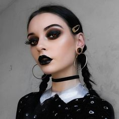 makeup black – Hair and beauty tips, tricks and tutorials Punk Makeup, Edgy Makeup, Grunge Makeup, Black Makeup Gothic, Black Lipstick Makeup, Cute Emo Makeup, 1990s Makeup, Halloween Eye Makeup, Halloween Eyes