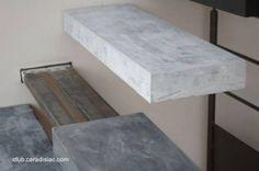 Escalones de concreto y soporte de metal