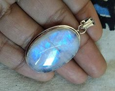 Genuine Moonstone Pendant, 925 Sterling Silver, Blue Flash Pendant - Jewelry creation by gemstonejewelry Gypsy Jewelry, Vintage Jewelry, Victorian Jewelry, Gypsy Rings, Boho Rings, Birthstone Pendant, Moonstone Pendant, Stylish Jewelry, Rainbow Moonstone