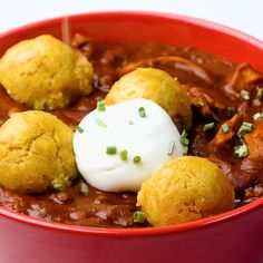 Yes you heard that correctly, cornbread chili! Yes you heard that correctly, cornbread chili! I Love Food, Good Food, Yummy Food, Tasty, Chili And Cornbread, Healthy Snacks, Healthy Recipes, Cooking Recipes, Cooking Hacks