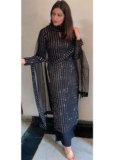 Party Wear Indian Dresses, Designer Party Wear Dresses, Kurti Designs Party Wear, Dress Indian Style, Indian Fashion Dresses, Indian Designer Outfits, New Kurti Designs, Mehndi Designs, Beautiful Pakistani Dresses