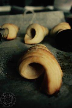 Cake's Amore... and more: Cannoli di pasta sfoglia con dedica...       dedic...