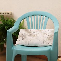 How to use Americana Chalky Paint finish on furniture. Huge variety of colors! Chalky Paint, Garden Seating, Furniture Restoration, Paint Finishes, Home Staging, Modern Rustic, Furniture Makeover, Bird Houses, Decoupage