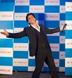 Shah Rukh Khan goes to Nepal; Arjun Kapoor, Karisma Kapoor, Kriti Sanon up and about King Of My Heart, King Of Hearts, Bollywood Actors, Bollywood News, Bollywood Fashion, Shah Rukh Khan Quotes, Karisma Kapoor, Arjun Kapoor, Promotional Events