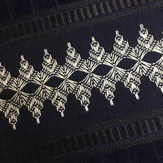 O ponto vagonite é ideal para os iniciantes no bordado, pois é um dos mais fáceis de fazer. Confira algumas dicas e tutoriais para aprender essa técnica. Border Embroidery Designs, Bead Embroidery Patterns, Hardanger Embroidery, Embroidery Art, Cross Stitch Embroidery, Cross Stitch Patterns, Machine Embroidery, Bargello Needlepoint, Needlepoint Stitches
