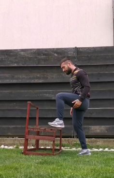 ✔️Exercise 1 - ✅ back lunge to bench climbing on one leg (you can use a chair) ✔️Exercise 2 - ✅ lateral climbing on bench on one leg (you can use a chair) ✔️Exercise 3 - ✅ jumping bulgarian lunges on bench (you can use a chair)   ▶️Exercise levels: 🔹Exercise 1 - 🔥🔥 🔹Exercise 2 - 🔥 🔹Exercise 3 - 🔥🔥🔥🔥   🔴How manny?  ◽10 reps each leg ◽ 4 sets of each.  ⚠️Don't forget to warm up before start training!   #BeStrong🦍 #GorillaStuff🦍 #alwaysready🦍 Leg Workout At Home, Home Workout Videos, At Home Workouts, Chair Exercises, Big Muscles, Training Videos, Bulgarian, Lunges, Climbing