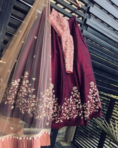 This lehenga is perfect for weddings😍😍 Designer Bridal Lehenga, Indian Bridal Lehenga, Lehenga Choli Designs, Ghagra Choli, Lehnga Dress, Lehenga Blouse, Indian Wedding Outfits, Bridal Outfits, Half Saree Designs