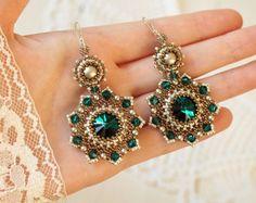 Pendientes largos con cristales de Swarovski y perlas. Cuentas