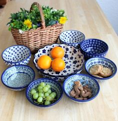 Awesome set of bowls, absolutely adorable combination :) Polish pottery from http://slavicapottery.com ポーランド 器