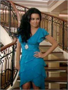 Sebastian Rulli, Teresa Chavez, Chinese Patterns, 2000s Fashion, Classy Outfits, Anna Frozen, Ideias Fashion, Short Hair Styles, Wrap Dress