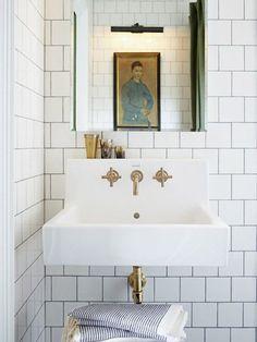 White bathroom tiles with dark joints ©Michael Graydon