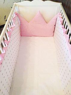 Pembe yıldız desenli bebek yatağı