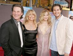 Kurt Russell and Goldie Hawn Family Pictures Celebrity Daughters, Celebrity Couples, Celebrity Gossip, Celebrity Pictures, Oliver Hudson, Kate Hudson, Goldie Hawn Kurt Russell, All In The Family, Popular People