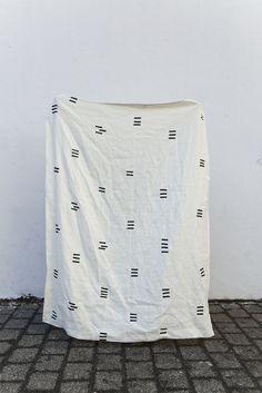 // Angela Blanket – Caroline Z Hurley - Heavy linen blanket
