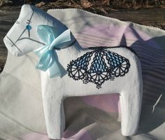 Horse of paper pulp hand-decorated.