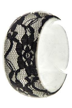 Lace-patterned Chunky Bangle Bracelet