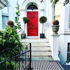 Doors of London ❤️ . . . . . . . . . . . . . . . . . . #travel #traveling #iamsimina #vacation #visiting #instatravel #instago #instagood #trip #holiday #photooftheday #fun #travelling #tourism #tourist #instapassport #instatraveling #mytravelgram #travelgram #travelingram #igtravel #simplysimina #smgoesto #smgoestolondon #experiencelife #wonderlust #reddoor #red Top Hotels, London Travel, Travel Photos, Travelling, Travel Destinations, Tourism, Doors, Vacation, Places