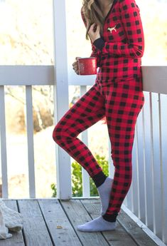 Early Mornings on front porches! I love these @vspink Buffalo Plaid Thermals!! Cute & Cozy! #PINKmas #AD