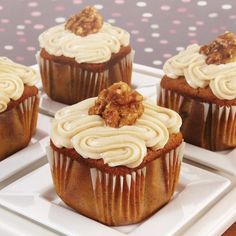 Wake up your taste buds with a breakfast-inspired flavor combo that's welcome all day long. Hearty maple syrup, sweet bananas and crunchy candied walnuts combine with rich cream cheese icing for the cupcake of your dreams.