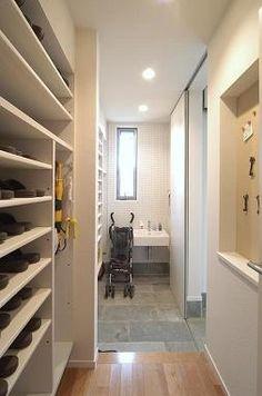 Japan Interior, Entry Way Design, Natural Interior, Small Places, Entrance Hall, Shoe Storage, Shoe Closet, House Rooms, Mudroom