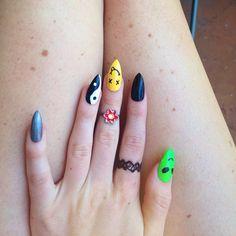 Insta: @rave_nailz  90's neon nails, smiley stiletto nails, alien nails, 90s girl, holograhic, ying yang