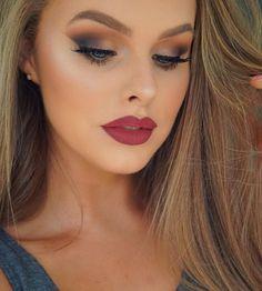"848 Likes, 12 Comments - Laura Geller Beauty (@lauragellerbeauty) on Instagram: ""@courtelizz1 looks so beautiful wearing #GildedHoney ✨🔥 #Beauty2share #GellerGorgeous #GellerGlow"""