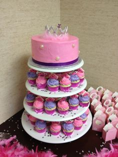 Diva Baby Shower Cake  Photo Gallery - Peace, Cake and Happiness http://pchcake.weebly.com