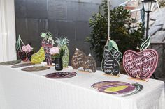 Mesero siluetes de fruites. www.eventosycompromiso.com