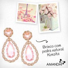 Para um look romântico e clássico aposte no brinco com pedra natural Kunzita! | Amandhí | www.amandhi.com |