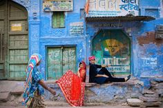 Whenever we travel to a new city we like to capture the local culture and people. In Jodhpur it was the color of it's walls the traditional local attire and the warmth we received from the locals that overwhelmed us. This photograph from our couple shoot aptly captures everything we tried to portray in a single frame. Loved the way the lady in blue walked by adding so much depth into the photograph . #throwback #tbt Photo for @weddingnama by @ankita_asthana @akashagarwal1602 Cheers to…