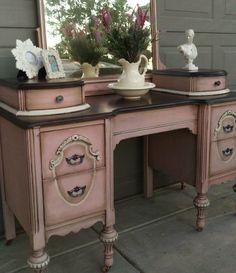 Ideas Antique Furniture Vintage Annie Sloan For 2019 Refurbished Furniture, Paint Furniture, Repurposed Furniture, Shabby Chic Furniture, Furniture Projects, Furniture Makeover, Vintage Furniture, Cool Furniture, Dresser Furniture