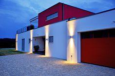 Einfamilienhaus PURE – Modern Wohnen Nachtansicht #schönerwohnen #holzhaus #bauenmitholz #wohnhaus #einfamilienhaus #modernwohnenmitholz #architektur #architecture #bauhausvilla #bauhaus #modern #dachterrasse #nachtstimmung