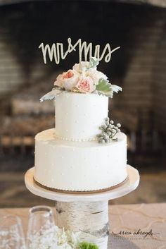 Featured Wedding Cake:  Lush Cakery; Featured Photographer: Erica Akroyd Photography