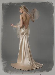 Se você é uma noiva que gosta de inovar e busca vestidos de noiva sexys, não deixe de ver os modelos 2015 que selecionamos para você. O corpo feminino é lindo por excelência e ressaltá-lo de maneira elegante e sexy, sem ser vulgar, é um dom que pouca gente tem. Selecionamos os vestidos de noiva mais sexys para 2015 de vários estilistas internacionais e nacionais!
