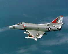 A 4 Skyhawk Vietnam | ... bombes mark 4 lance roquettes 4 missiles air air et 8 missiles air sol