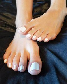 Pablo Escobar Toes ☃️ #califeet #westcoastfeet #footfetishnation #feetporn #longtoes #toesex #feetqueen #latinafeet #asianfeet… Toe Nails White, Pretty Toe Nails, Cute Toe Nails, Sexy Nails, Sexy Toes, Pretty Toes, Actress Feet, Nice Toes, Pablo Escobar