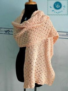 This warm, yet delicate crochet wrap pattern would look gorgeous atop your little black dress this winter while on the way to parties.