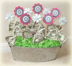 Attempting for Hope's Bday (one of our favorite little girls) Money Bouquet, Gift Bouquet, Creative Money Gifts, Money Gifting, Gift Money, Money Creation, Girl Gift Baskets, Money Flowers, Punch Art Cards