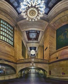 Passageway Grand Central Station / New York  Pano / Giga21 images / 20mm lens / Canon T4i / 40 inches high @ 300 dpi