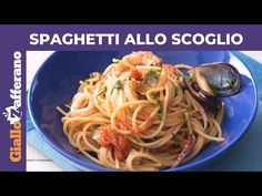 SPAGHETTI ALLO SCOGLIO: ricetta facile! - YouTube Spaghetti, Indian Food Recipes, Ethnic Recipes, Barbecue Grill, Linguine, Fries, Roast, Cooking Recipes, Youtube
