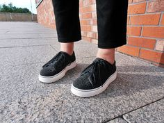 Black and White Vans Classic Slip On, Vans Authentic, Dr. Martens, Black And White, Sneakers, Fashion, Tennis, Moda, Slippers