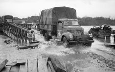 In November 1944, German troops flooded in Holland the Maas River and slowed so the advance of the Allies. In September, the Allies had already failed with surgery Marked Garden in the Netherlands, because they 69 could not take and keep the highway (the A50 today). Hecklings by German troops along the road so massive that they nicknamed the Allies Hell's Highway received.