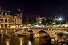 Pont Saint-Michel. #architecture