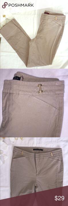 IVANKA TRUMP SKINNY JEANS IVANKA trump jeans. Wonderful condition. Tan/Beige color. Waist 15' Inseam 27' Length 37' Size 6. Ivanka Trump Jeans Skinny